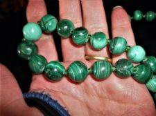 VINTAGE NECKLACE GRADUATED MALACHITE POLISHED BEADS BRASS SCREW CLASP 21""